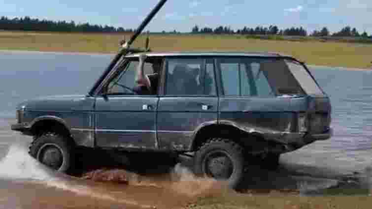Старий Range Rover успішно випробували під водою: відео