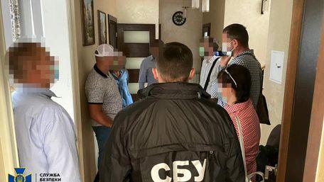 Керівника відділу  «Львівської залізниці» викрили на хабарі  під час тендеру  на 1 млн грн