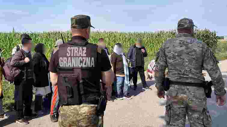 У Польщі затримали рекордну групу нелегальних мігрантів з Білорусі