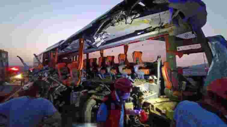 Шестеро людей загинули у зіткненні автобуса з вантажівкою в Туреччині