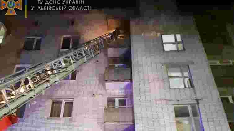 У Дрогобичі пожежники врятували двох людей з палаючої квартири