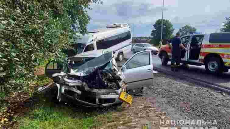 Восьмеро людей постраждало у ДТП із туристичним мікроавтобусом на Тернопільщині
