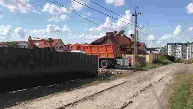 Родину Дубневичів звинуватили у незаконному будівництві в селі Зубра