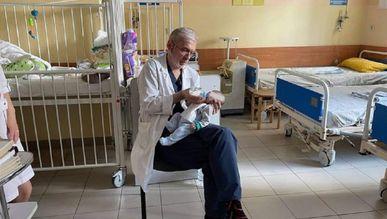 Львівські лікарі врятували немовля з важкою вадою, від якого  відмовилися батьки