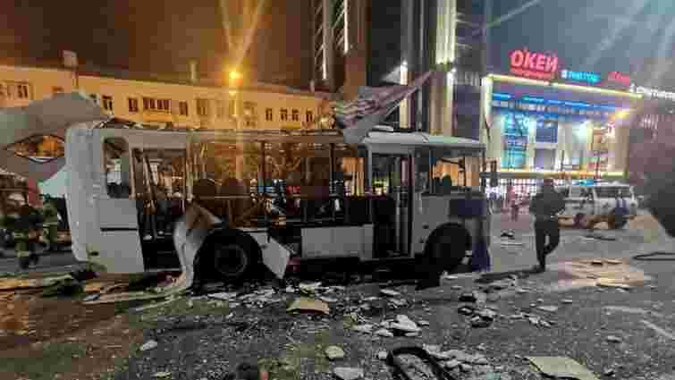 У російському Воронежі вибухнув автобус із пасажирами, є загиблі
