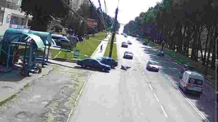 У Тернополі таксист збив 37-річного чоловіка на електровелосипеді