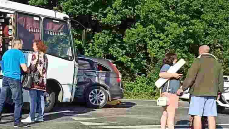 У ДТП з рейсовим автобусом біля Коломиї постраждали 5 осіб