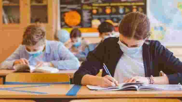 На Буковині вчителі 200-бальників отримають по 3500 грн премії
