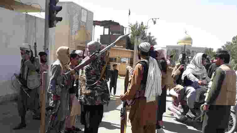 «Талібан» захопив ще чотири столиці провінцій в Афганістані