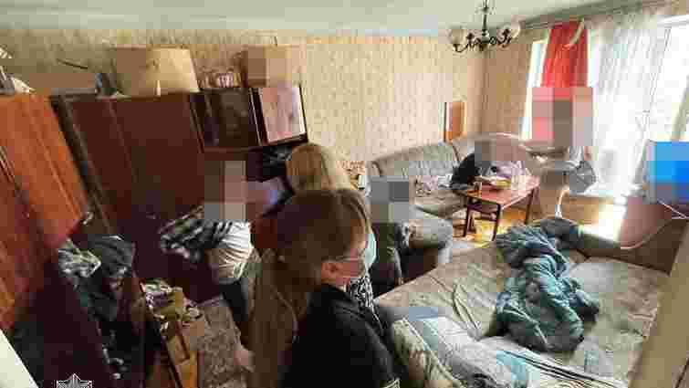 Поліція забрала у тернополянина 11-річного сина, який два дні не їв