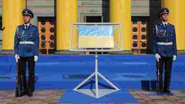 Прапор Незалежності України вперше виставили для публічного огляду
