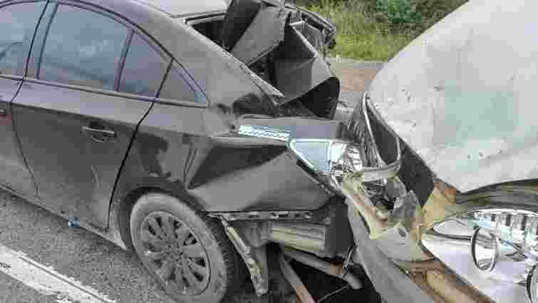 П'ятеро людей постраждали в потрійній ДТП біля Винників