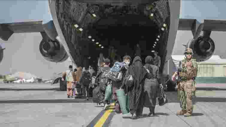 Таліби перекрили дорогу до аеропорту Кабула для афганців