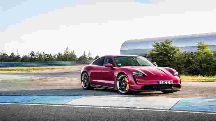 На ринок вийшли оновлені Porsche Taycan та Taycan Cross Turismo