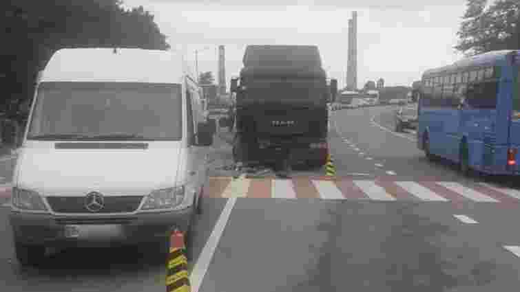 Через ДТП на трасі Київ-Чоп біля Розвадова ускладнений рух
