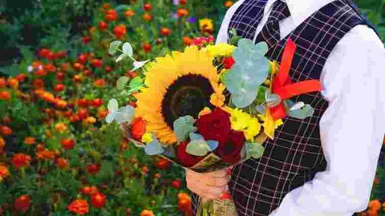 Школи на Закарпатті відмовилися від квітів на 1 вересня задля порятунку двох дітей