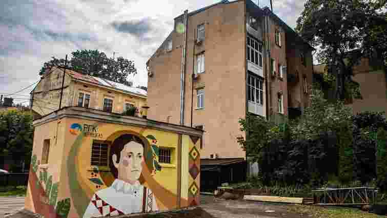 На газових спорудах у Чернівцях з'явились мурали Ольги Кобилянської та її коханого