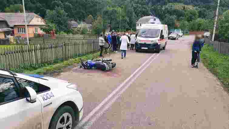 На Прикарпатті підліток на мотоциклі збив двох 16-річних дівчат