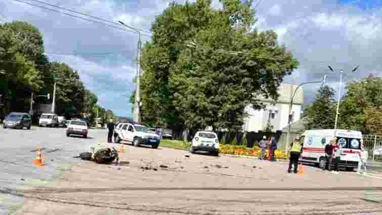 Біля Івано-Франківська поліцейський автомобіль зіткнувся з мотоциклом