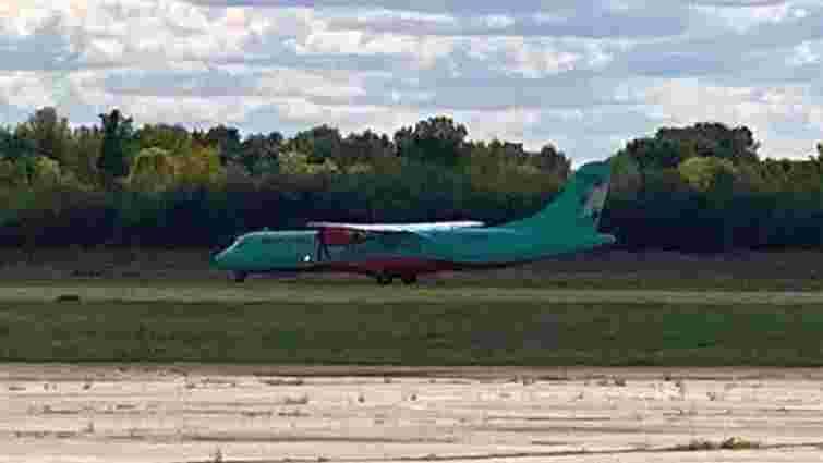 Групу представників ОПЗЖ не випустили з літака в полтавському аеропорту, – ЗМІ