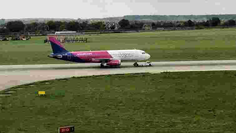 Літак WizzAir здійснив аварійну посадку у львівському аеропорту