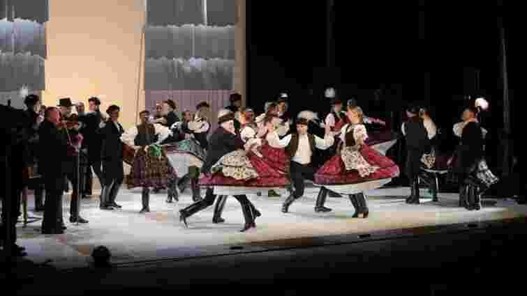 Угорщина відремонтувала сцену театру в Ужгороді за 450 тис. євро