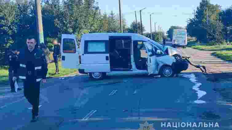 У Володимирі-Волинському п'яний 19-річний водій Peugeot в'їхав у маршрутку