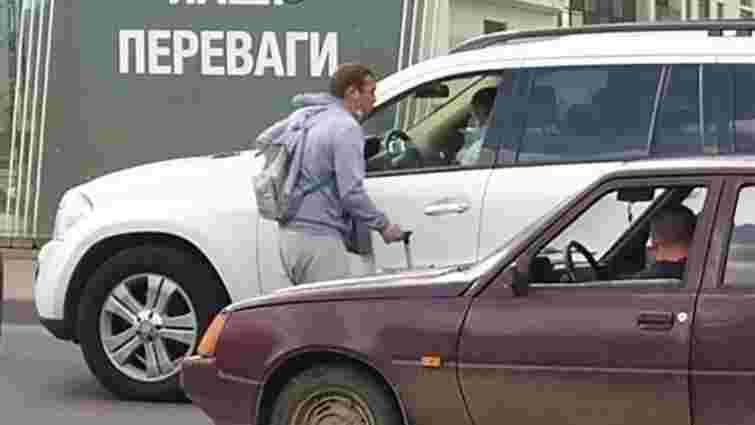 У Івано-Франківську у жебрака виявили чужу довідку про хворобу