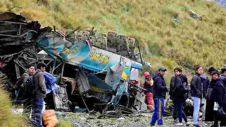 У Болівії автобус зірвався у прірву, 23 людини загинули