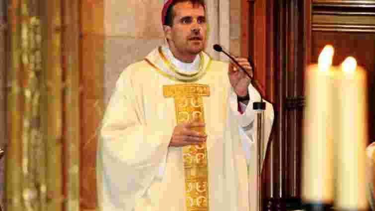 Іспанський єпископ відмовився від сану заради авторки еротичних романів