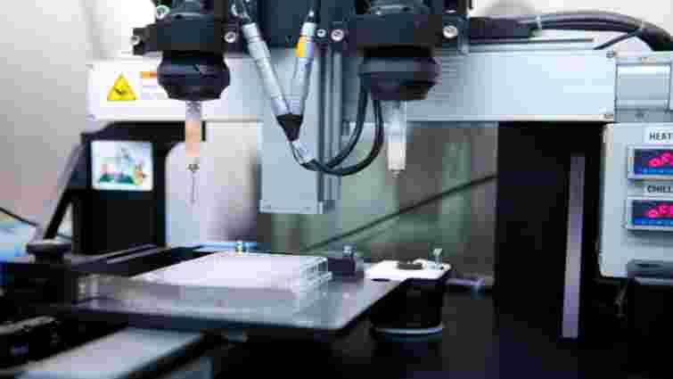 Чернівецькі лікарі вперше імплантували суглоб, виготовлений на 3D-принтері