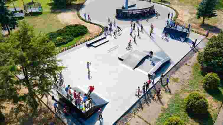 У центрі Ужгорода відкрили перший у місті скейт-майданчик