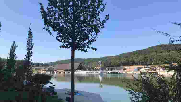 Висушене три роки тому Винниківське озеро почали наповнювати водою
