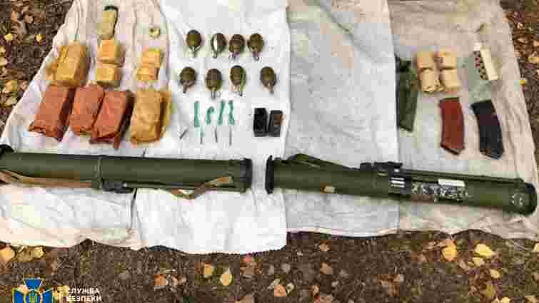 Під час навчань на Рівненщині СБУ випадково знайшла справжній схрон зброї