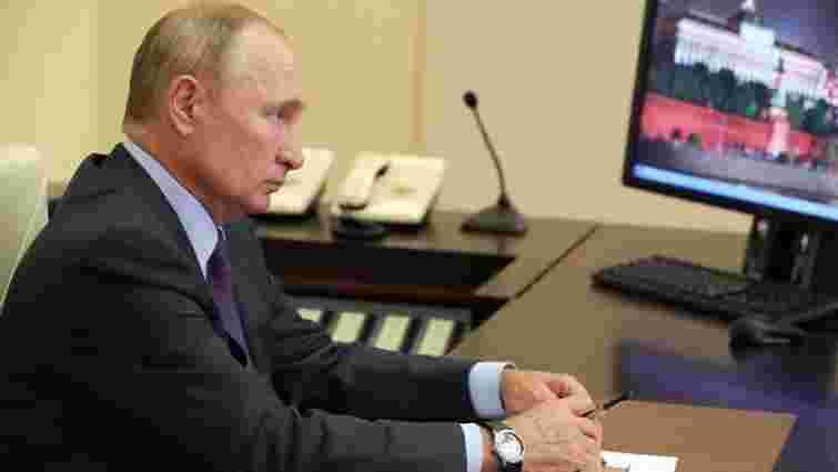 Путін пішов на самоізоляцію після захворювань на Covid-19 в його оточенні