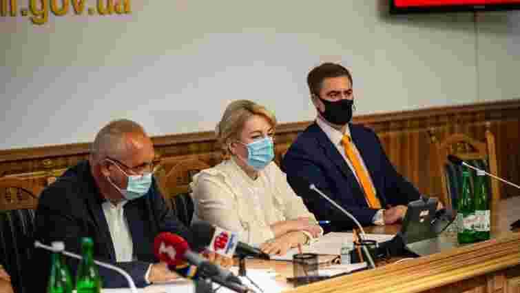 Прикарпатські школи закриють на карантин, якщо вчителі не вакцинуються