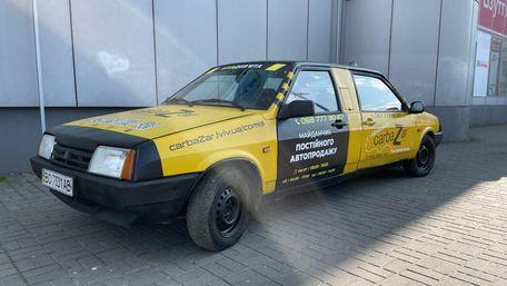 У Львові презентували унікальний автомобіль з двома передніми частинами. Фото дня