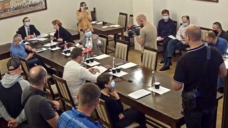 Псевдоактивісти зірвали засідання виконкому Львівської міськради