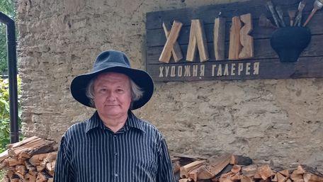 Рівненський художник відкрив у хліві мистецьку галерею