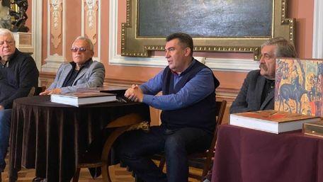 Секретар РНБО презентував повний каталог Львівської галереї мистецтв