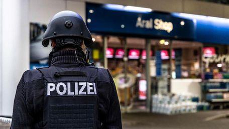 В Німеччині чоловік застрелив працівника АЗС за прохання вдягнути маску