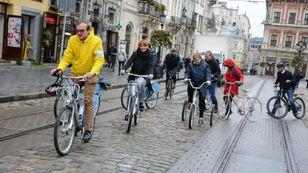 Засідання виконкому Львівської міськради вперше провели на велосипедах