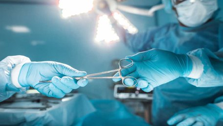 Під час операції львівські хірурги виявили у 74-річного пацієнта дзеркальні органи