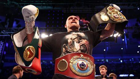Олександр Усик очолив рейтинг боксерів-супертяжів за версією The Ring