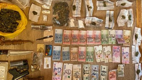 У 44-річного мешканця Жидачева вилучили наркотики та зброю