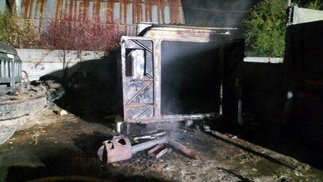 У пожежі на автостоянці у Львові загинули троє людей