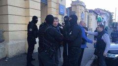 У Одесі соратники підозрюваного у побитті активіста Олега Михайлика побилися з поліцією