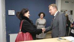 У Львові міністерка Ірина Фріз відвідала міський центр надання послуг учасникам бойових дій