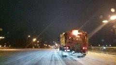У зв'язку зі снігопадом вночі на вулицях Львова працюватиме снігоприбиральна техніка