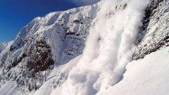 Надзвичайники попереджають про високу ймовірність сходження лавин у горах на Львівщині